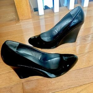 NEW MAX STUDIO Patent Leather Black 7.5 Wedges